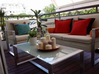 La terraza no podía obviarse. Fresca y moderna.